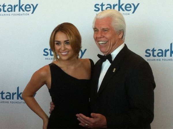 Miley au « So The World May Hear Gala »