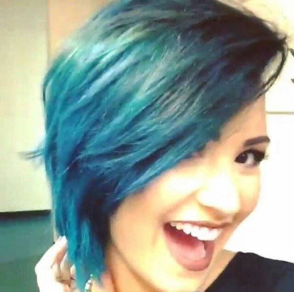 Retour au Bleu pour Miss Lovato
