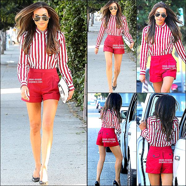 . 21/03/2013 : Notre belle Naya, vêtue d'un ensemble rouge, a été appercue dans les rues d'Hollywood. .
