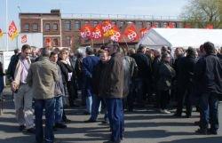 Grève et occupation de l'usine SCA de Linselles vouée à la fermeture