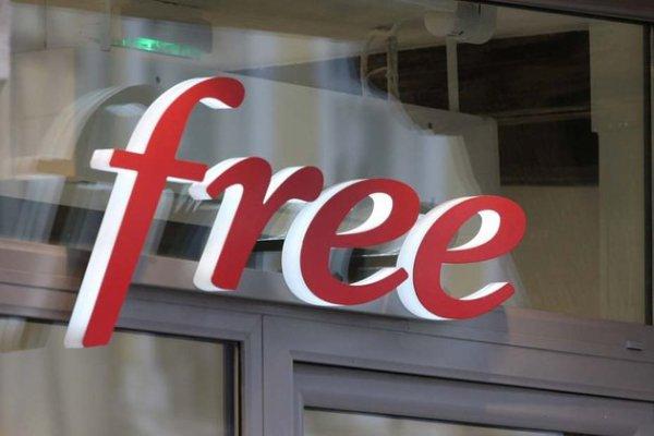 Chez Free, on licencie en public