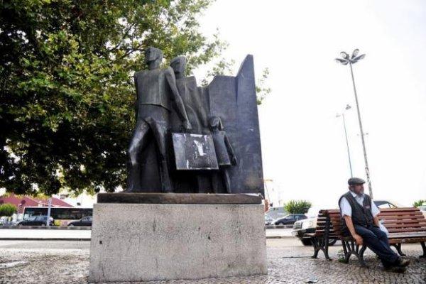"""LISBONNE - Les Portugais """"prêts à partir n'importe où"""" pour fuir la crise"""