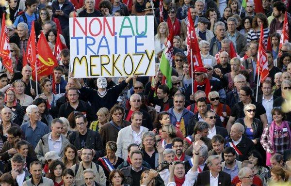 Jean-Luc Mélenchon mène la fronde contre le traité européen