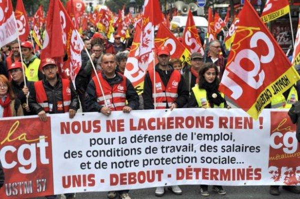 Grosse manifestation de salariés avec la CGT pour l'emploi