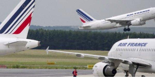 Air France : plan de départs pour 500 à 600 hôtesses et stewards