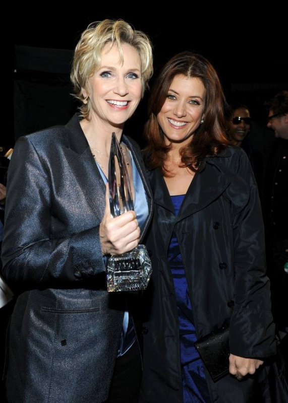 Jane Lynch VS Kate Walsh