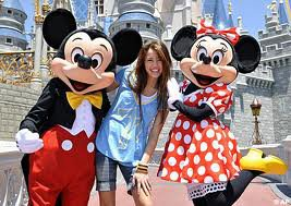 miley cyrus ,high school musical et selena gomez a disney land paris!!=)