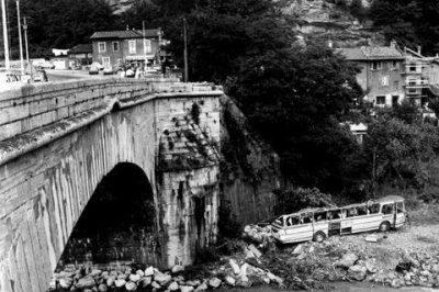 18-07-1973 - France - ISERE - Laffrey - Accident  Autocar Grave - 43 pélerins belges de Mons, Soignies, Jurbise & Thoricourt sont décédés - RN85 Napoléon