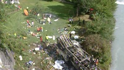 22-07-2007 - France - Accident Grave d'un autocar Polonais - RN85 Route Napoléon, à Vizile (ISERE) - Laffrey - Autocars - 26dcd et 24 blessés dont 14 dans un état grave.