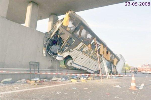 23-05-2008 - Loir-et-Cher (41) - Suèvres près de Blois - Accident grave Autocar  VanHool sur l'autoroute A10, Bilan - 7 tués, 25 blessés graves -