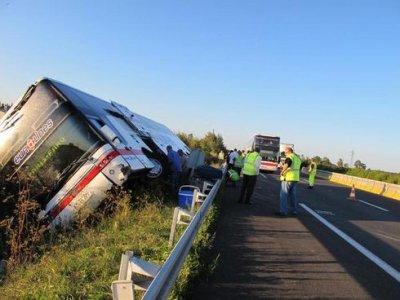 13-08-2010 - 16-09-2011 - France Belgique - Frontière - Grave accident autocar sur la E19 - Autoroute A2 - 08-2010. Accident Indre et Loir à Sorigny 16/09/2011 9 blessés, l'autocar sort de l'autoroute A10. Eurolines - Autocar Nérlandais .