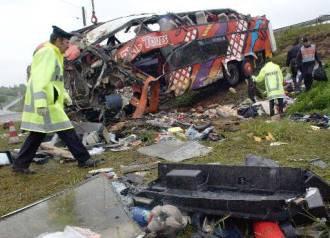17-05-2005 - France - Un autocar venant d' Allemagne accidenté à  Dadilly Rhone près de Lyon