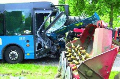 accident autocar tracteur