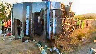 11-07-2005 - France - Un autocar Belge de Solmar Tours - Bus Partner se renverse sur l'autoroute A9, 2 morts dont un enfant belge de 12 ans à Agde près de Béziers.