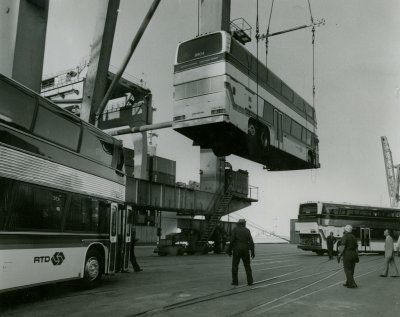 Rapatriement d'autobus en bateau.- Gue soulévement - Service Dépannage - Bateau - Transport de personnes -