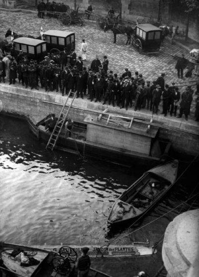 PARIS - Un autobus dans la Seine  27-09-1911
