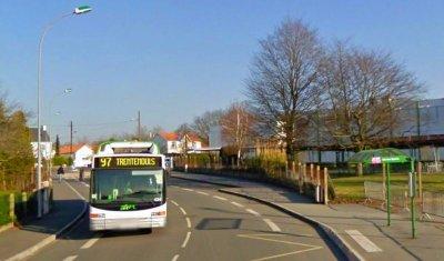 07-04-2011 - France - Vertou (44)- (Nantes) - Accident Grave, l' autocar scolaire écrase une jeune étudiante de 14 ans. 07-04-2011