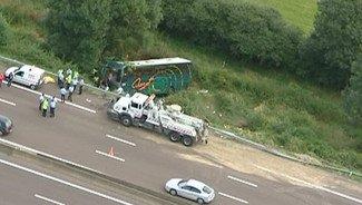 12-07-2008 - France - Autocar - Accident grave sur A6 à Saint Ambreuil (Saône-et-Loire) Deux Belges impliquaient dans cet accident.