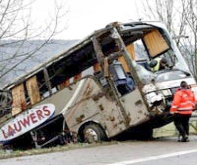 28-01-2007 - Allemagne - Marktheidenfeld - Accident autocar Belge ( Flandres) - Le chauffeur s'asoupit au volant et sort de la route en Bavière et termine dans un ravin -19 blessés dont 5 graves hospitalisés en Allemagne.