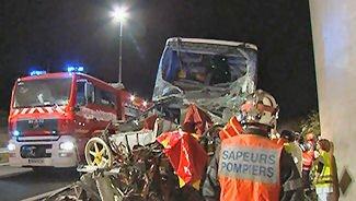 15-09-2007 - France - Un autocar Belge Solmar Tours VanHool à double étage accidenté dans le Gard - Autoroute A9  sens Nîmes-Orange - Le chauffeur du car a pu être désincarcéré par les services des pompiers.