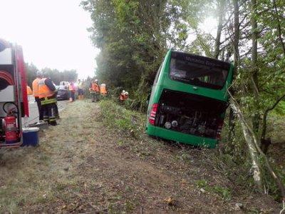 05-11-2011 - Belgique - Héron - accident autocar - Un autocar allemand quitte l'autoroute E42 - sens Namur . Mons - bléssés - 05/11/2011 -