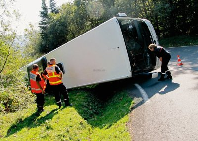 France - Col d' Iraty - Autocar se renverse - plus de peur que de mal - Landes - 30/09/2011