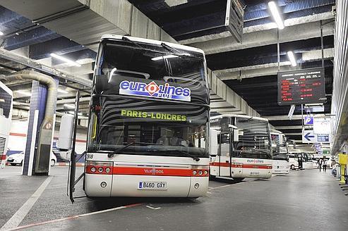 16-09-2011 - France - Un autocar Eurolines sort de l' autoroute A10 à Sorigny. (Sens Paris-Province). Eurolines - Autocar Néerlandais .