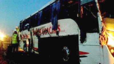 19-02-2012  -  France - Angleterre - Un car Anglais sort de l' autoroute A26 près de Châlons-en-Champagne - un mort, 6 blessés graves et 24 bléssés.