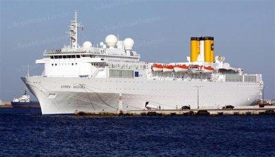 28-02-2012 - Incendie a bord du Costa Allegra - Les 1000 passagers ravitailles mardi matin par helicoptere.