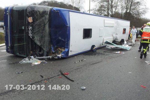 17-03-2012 - Un autocar se renverse à Quimper - Salaün Hollidays - 4 blessés graves dont un enfant.