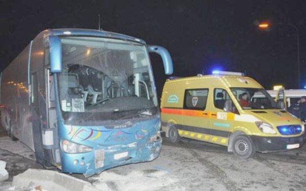 06-02-2012 - Belgique - Gosselies - Collision d'une voiture avec un autocar - 1 personne décédée - 3 blessés.
