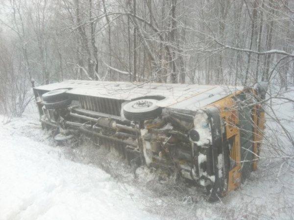 13-01-2012 - Durham-Sud - Un autocar dérape et se retourne dans le fossé.