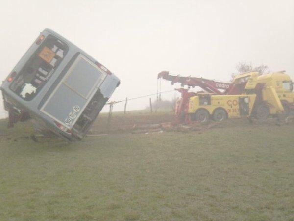 26-03-2012 - Accident - Dépannage & Assistance Autocar -CODRA Dépannage - Chamapagne s/Oise.