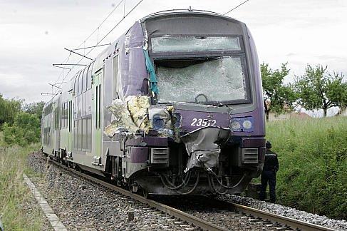 02-06-2008 - Allinges - Haute Savoie - L'autocar est happé par le train au passage à niveau - 7 victimes, 18 blessés