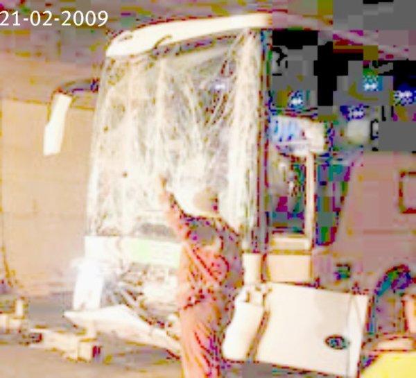 21-02-2009 - Belgique - Autriche - Un autocar Belge entre dans un camion dans le Tauerntunnel en Autriche - Le chauffeur du car sérieusement blessé.