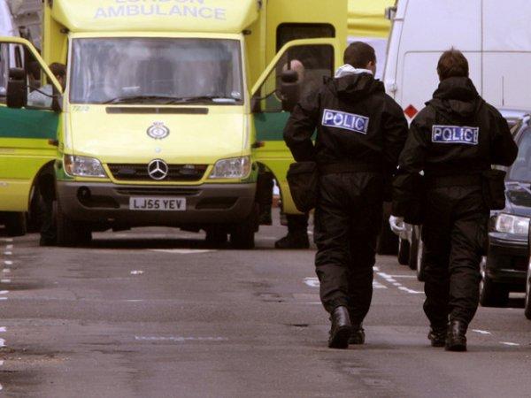 24-03-2012 - Angleterre - Accident d'un autocar avec un camion, un passager du car est tué, 27 blessés dont 2 graves à l'hôpital et 40 ont été soignés sur place.