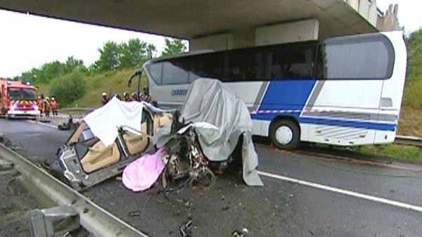 25-06-2007 - France - Un accident d'autocar fait 26 blessés sur la N176 près de Châteauneuf-d'Ille-et-Vilaine - (Rennes).