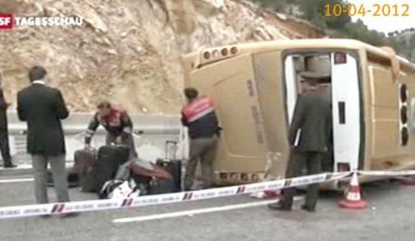 10-04-2012 - Suisse - Turquie - Un autocar transportant des Touristes Suisses se retourne en Turquie - 22 blessés  20 passagers suisses dont 3 graves -