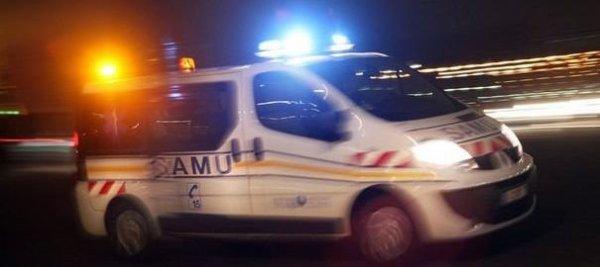 09-04-2012 - France - Autechaux - Un autocar heurte les glissières de sécurité sur l' Aut A36 et se retrouve bloqué sur la bande d'arrêt d'urgence - Personne n'est blessé dans cet accident.
