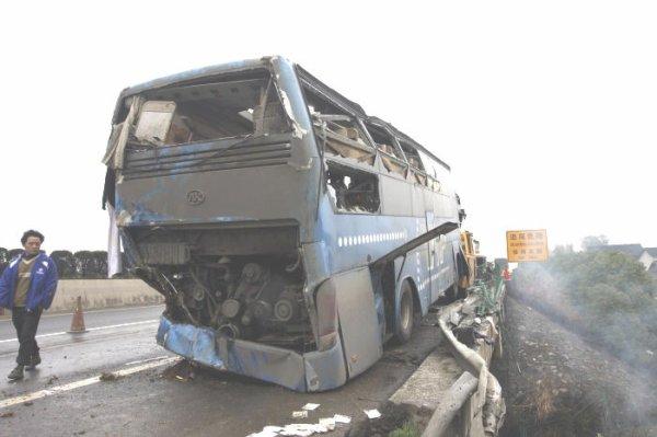 29-03-2012 - Chine - 5 tués et 20 blessé dant un accident d'autocar sur la route ce jeudi matin