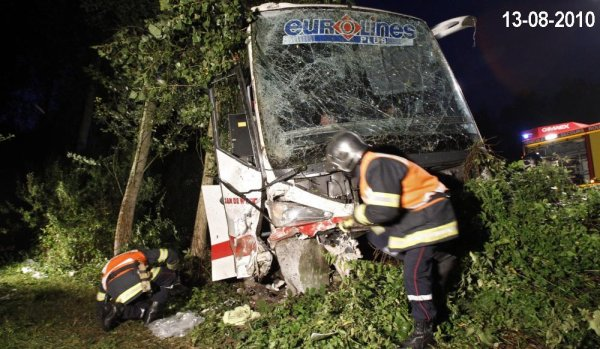 13-08-2010 - Eurolines - Un autocar sort de la l'autoroute A2 -