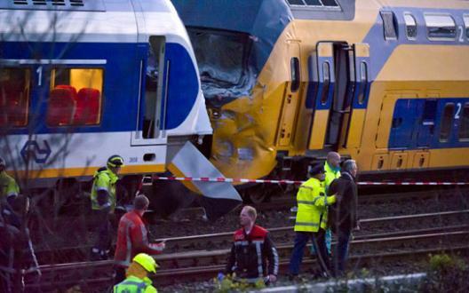 21-04-2012 - Amsterdam - Collusion Frontale entre deux trains à Amsterdam - 56 blessés graves, 125 blessés