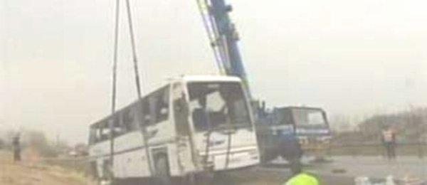 27-03-2005 - Accident grave d'un autocar à Saint-Jean-D'Assé sur l' aut A28 - 3 victimes - 23 blessés dont 6 graves