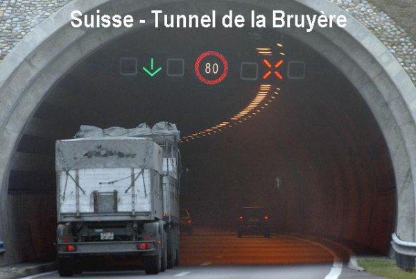 01-05-2012 - Suisse - Tunnel des Bruyères - Catastrophe évitée de justesse dans un tunnel suisse pour un car danois