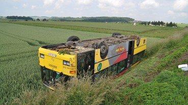 19-06-2012 - Belgique - Ciney - Tienne - Le Bus des Tec se retourne dans un champ de Blé .