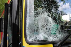 12-06-2012 - 2012--03-27 - Belgique - Liège -Stavelot Trois-Ponts - Un ado culbuté par le Bus des Tec - Un Bus des Tec éventré par un Tracteur Agricole - pas de blessés.