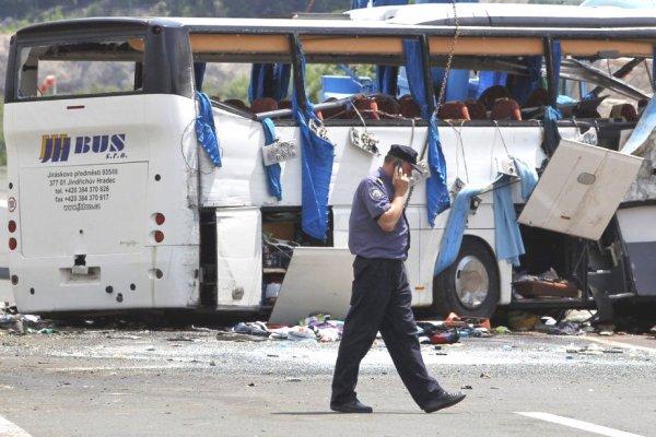 23-06-2012 - Croatie - Accident Grave Autocar - d'une agence de voyages de Brno - Tchèque en Croatie - 8 personnes tuées dont un enfant - 44 blessés - Route à Split près du Tunnel de Sveti Rok.