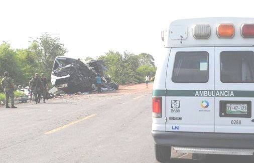 20-07-2012 - Mexique - L'autocar sort de la route et chute dans un ravin - 21 personnes décédées.