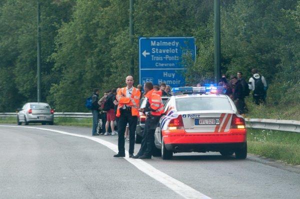 06-07-2012 - Belgique - Werbomont - Aut E25 - Un autocar allemand prend feu en roulant sur l'autoroute E25.