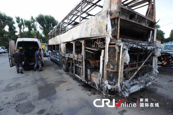 16-08-2012 - France - Un autocar Belge VanHool double étage de Solmar Tours - Staf Cars à Lommel - Overpelt  prend feu sur l' aut A7 en Isère